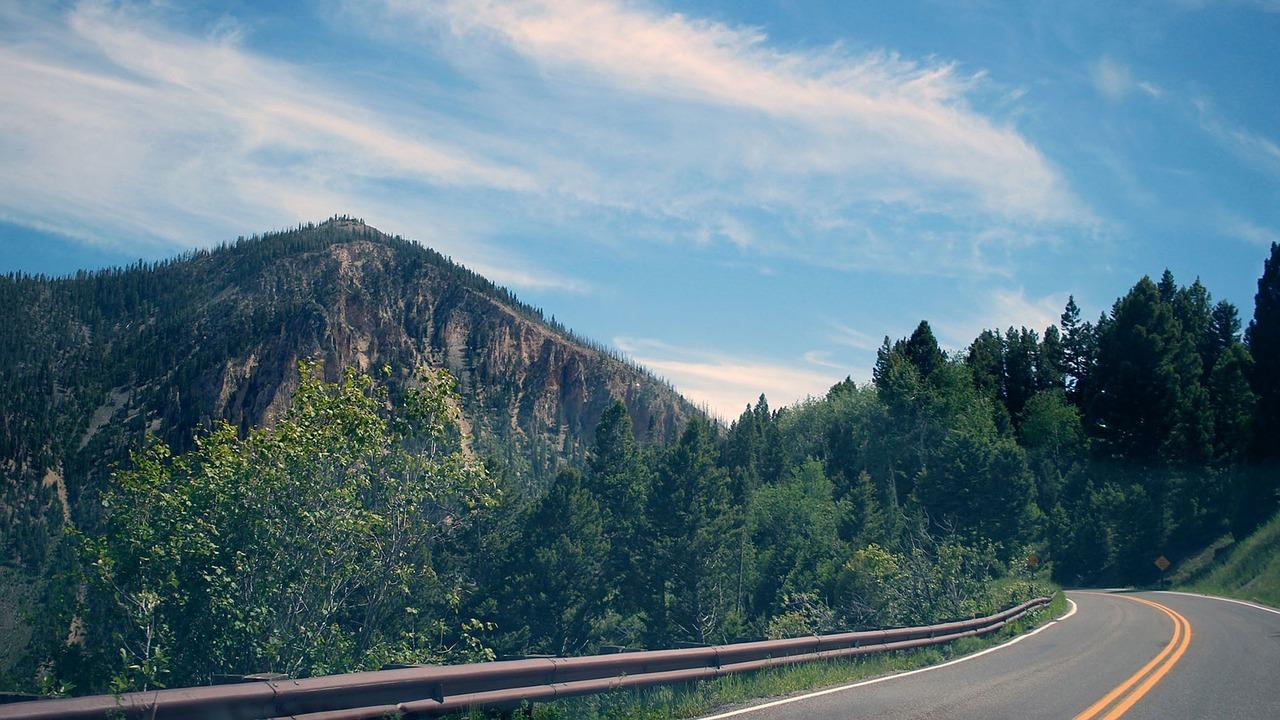 road-919034_1280