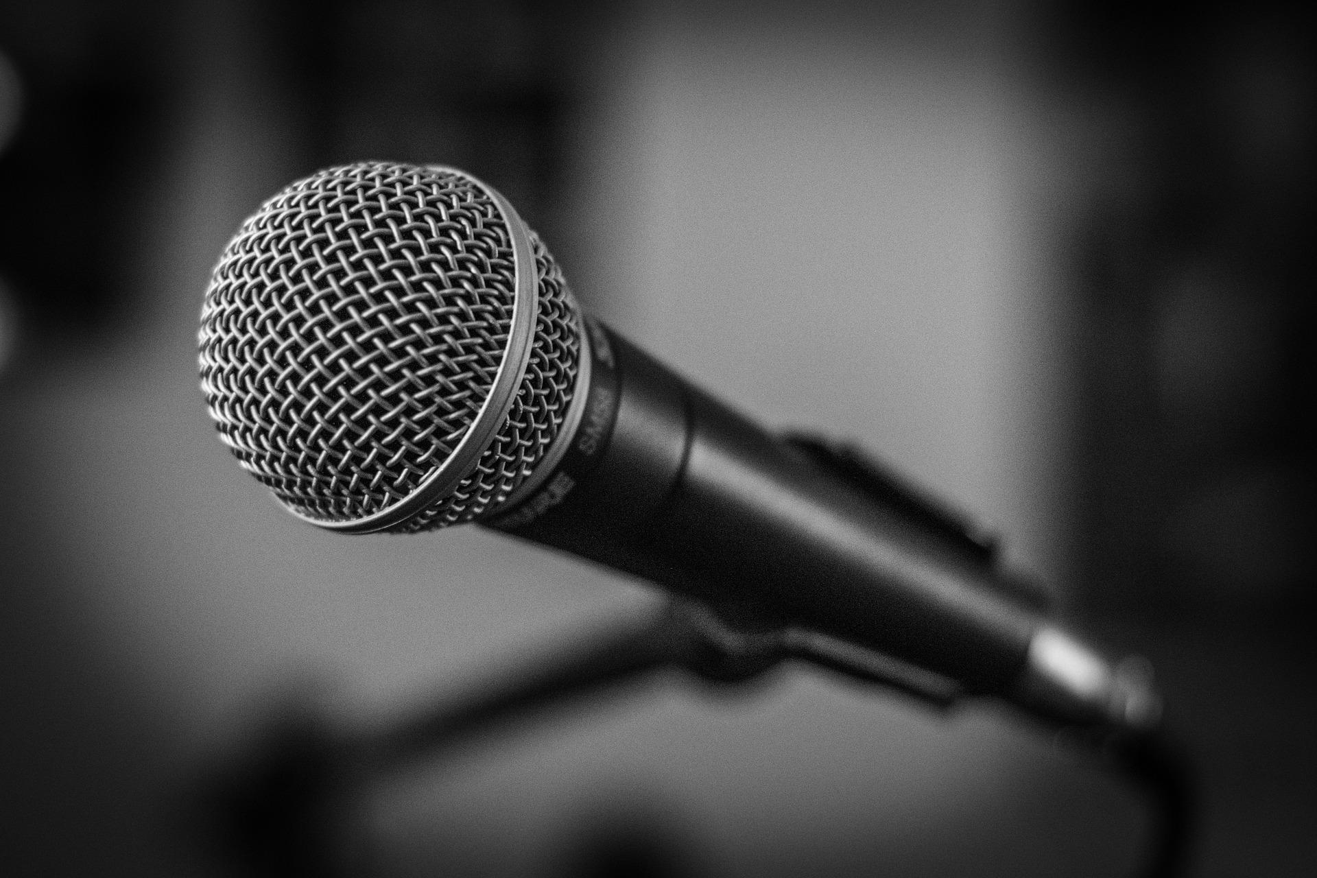 microphone-1505182_1920